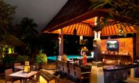 ramayana-resort-kuta-bali-facility-jepun-poolside-bar.jpg